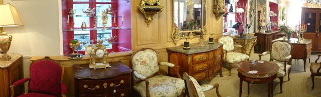 Intérieur du magasin d'antiquités situé au 5 cour du Bailliage (Versailles)