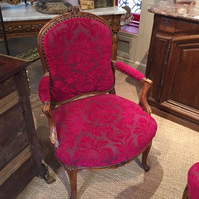 fauteuil rouge fleurs