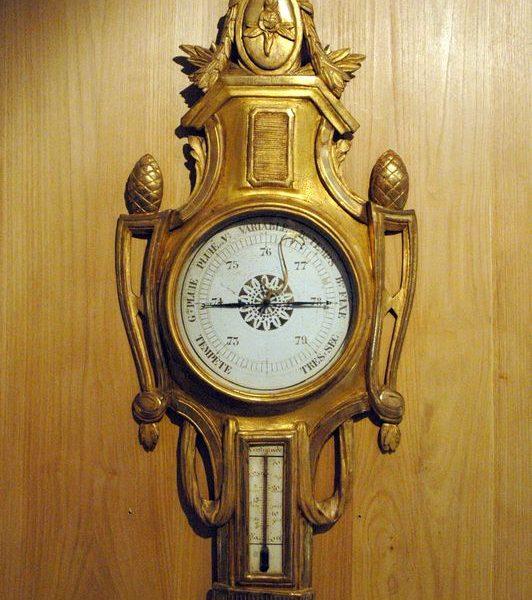 Baromètre en bois doré