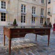 Bureau plat Louis XVI