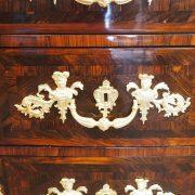 Commode Mazarine marquetée d'époque Régence