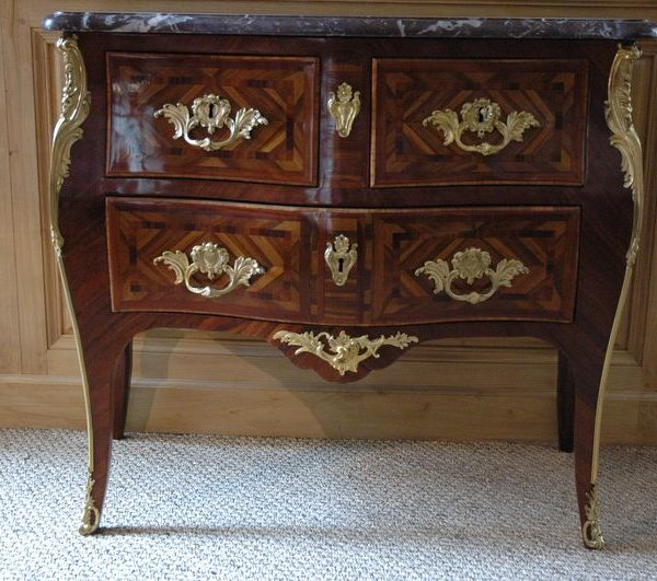 Commode sauteuse estampillée