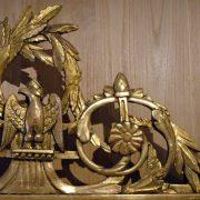 Glace en bois doré décor d'oiseaux