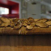 Glace en bois doré