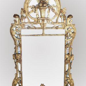 Glace à parcloses en bois doré d'époque Louis XV
