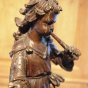 Joueur de flute en bois sculpté