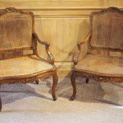 Paire de fauteuils fond canne