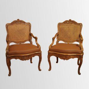Paire de fauteuils d'époque Régence en bois naturel à fonds de canne
