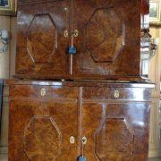 Rare meuble ouvrant par 4 grandes portes