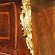 Commode sauteuse à façade galbée d'époque Louis XV