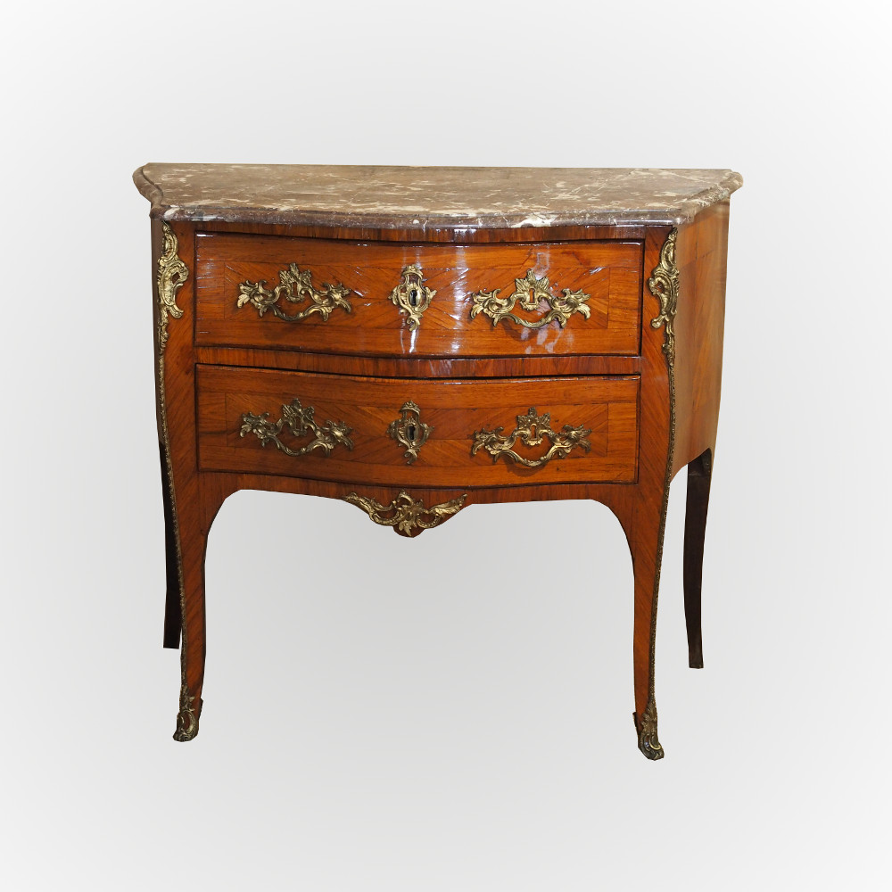 commode sauteuse sign e d 39 poque louis xv. Black Bedroom Furniture Sets. Home Design Ideas