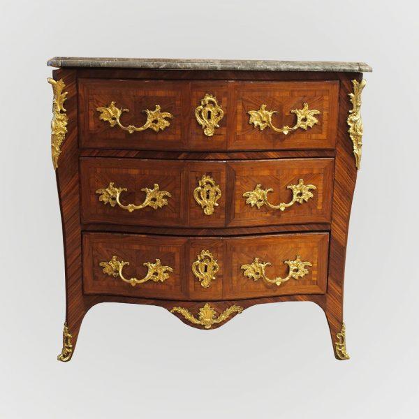 Commode d'époque Louis XV estampillée JP.LATZ