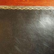Bureau plat Louis XVI en acajou de Cuba