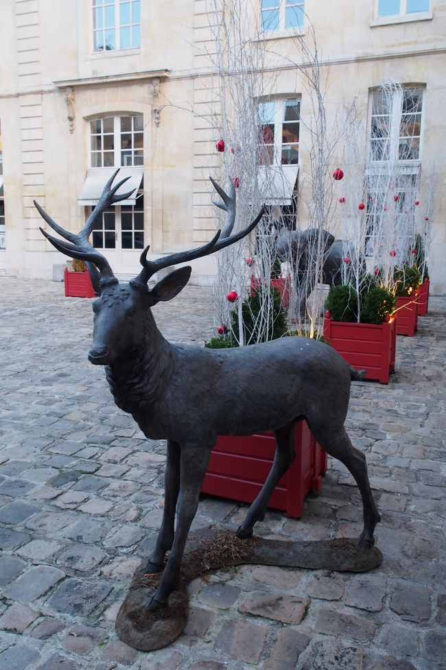 cerf-bronze-cour-du-bailliage
