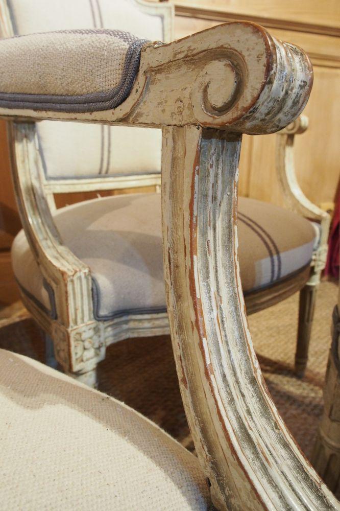 Paire de fauteuils Louis XVI en bois laqué