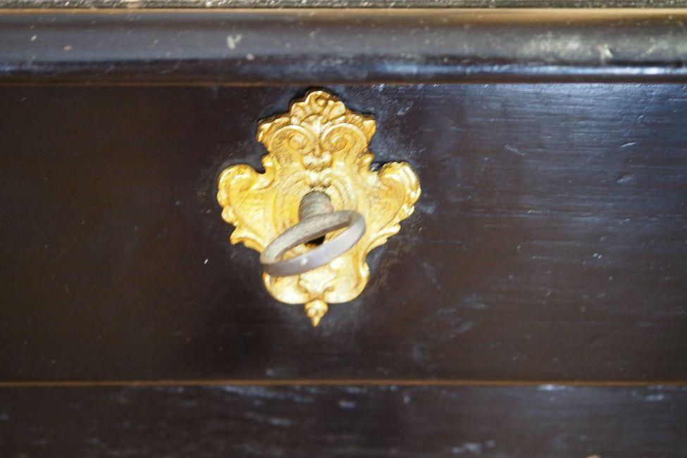 Paire de fauteuils cabriolets louis xvi en bois laqué antiquités