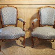 paire-fauteuils-louisxv-noyer (2)
