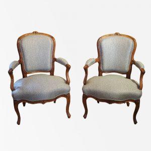 paire-fauteuils-louisxv-noyer