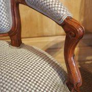 paire-fauteuils-louisxv-noyer (8)