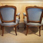 paire-fauteuils-louisxv-noyer (9)