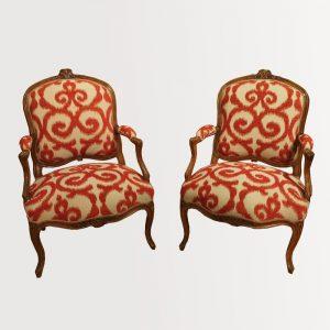 Paire de larges fauteuils d'époque Louis XV