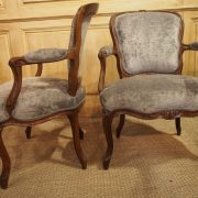 Paire de fauteuils en cabriolet d'époque Louis XV
