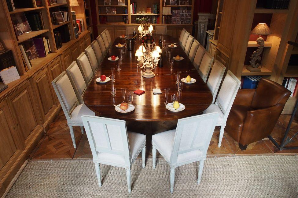 Table de salle manger en bois naturel for Pendule salle a manger