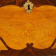 Bureau de pente d'époque Louis XV en placage de marqueterie de buis