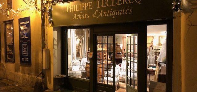 Illumination du bureau des achats d'antiquités par expert agréé