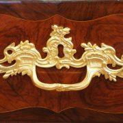 Commode d'époque Louis XV estampillée Pierre Roussel et poinçon de jurande JME
