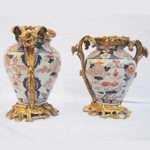 Paire de vases Imari montés en bronze doré