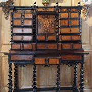 Cabinet en bois noirci d'époque XVIIIe