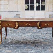 Grand bureau plat parisien d'époque Louis XV