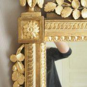 Importante glace d'époque Louis XVI en bois sculptés et doré